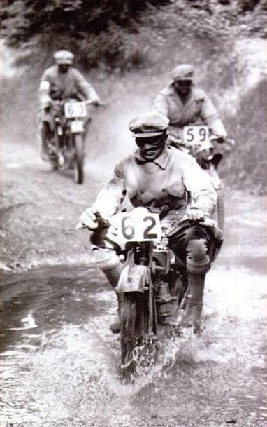 Den första motocross-tävlingen