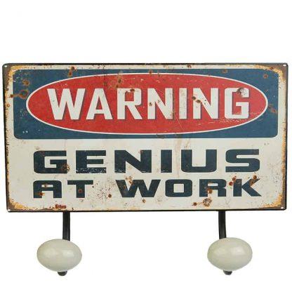 Hängare med vintage plåtskylt Genious at work