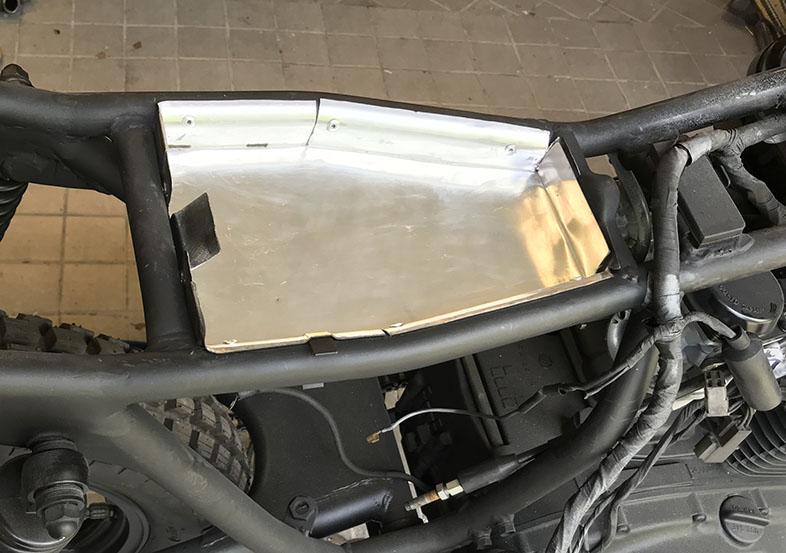 låda för elen på scrambler motorcykel